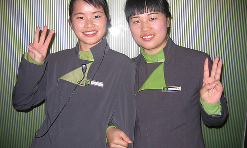 Two Chinese girls with each other in hotel, share three fingers _3342